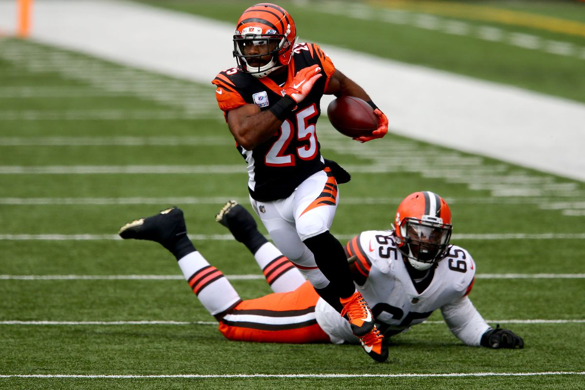 Cincinnati Bengals running back Giovani Bernard (25) breaks a tackle on a catch and run during the second quarter of a Week 7 NFL football game against the Cleveland Browns, Sunday, Oct. 25, 2020, at Paul Brown Stadium in Cincinnati.