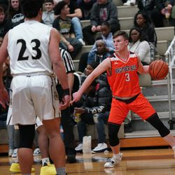 Brother Rice's Conor Glennon (3) looks for a player against Richards, Tuesday 02-19-19. Worsom Robinson/For then Sun-Times.