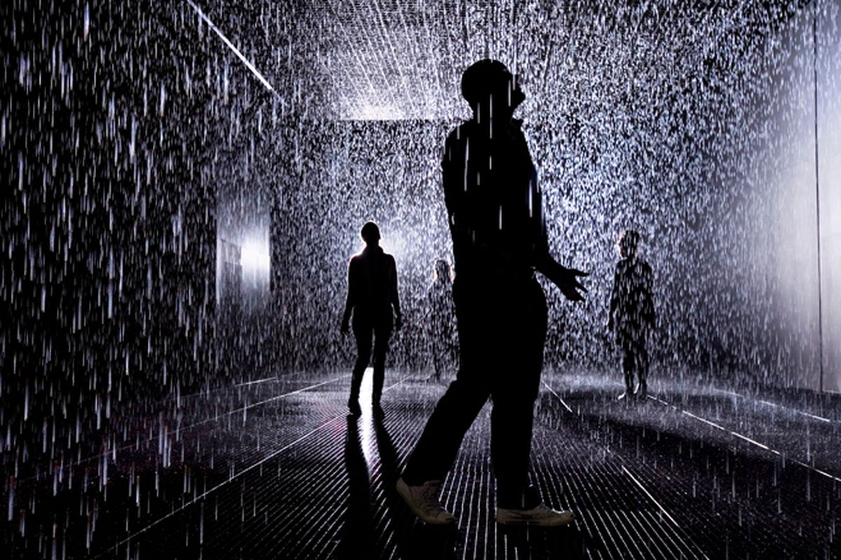 Artists create miraculous \'rain room\', keeping you dry in the ...