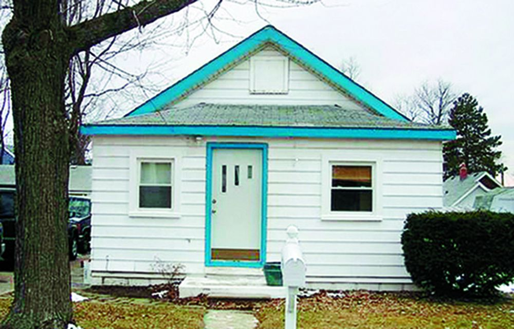 Curb Appeal Before: 1930s cottage In Keego Harbor, Michigan