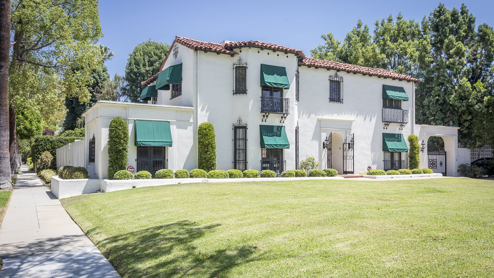 Pasadena Spanish Colonial Revival Style Home Full Of