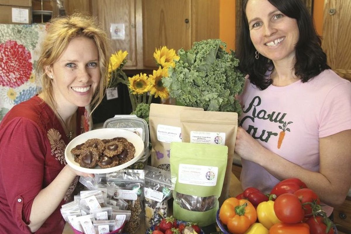 L-R: Maggie Knowles and Elizabeth Fraser, owners of Kids Gone Raw.