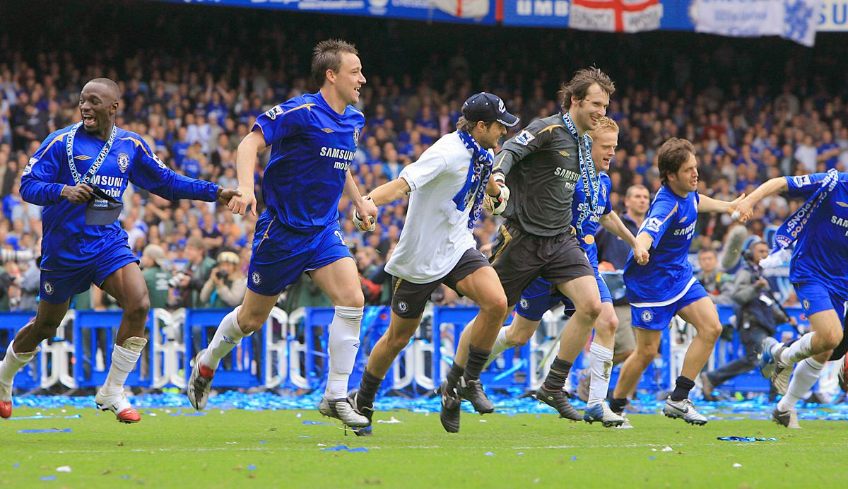Chelsea players celebrates with their Pr