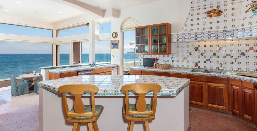 Kitchen with tiled island