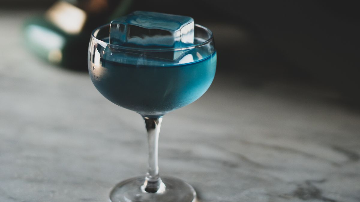 glass of blue drink