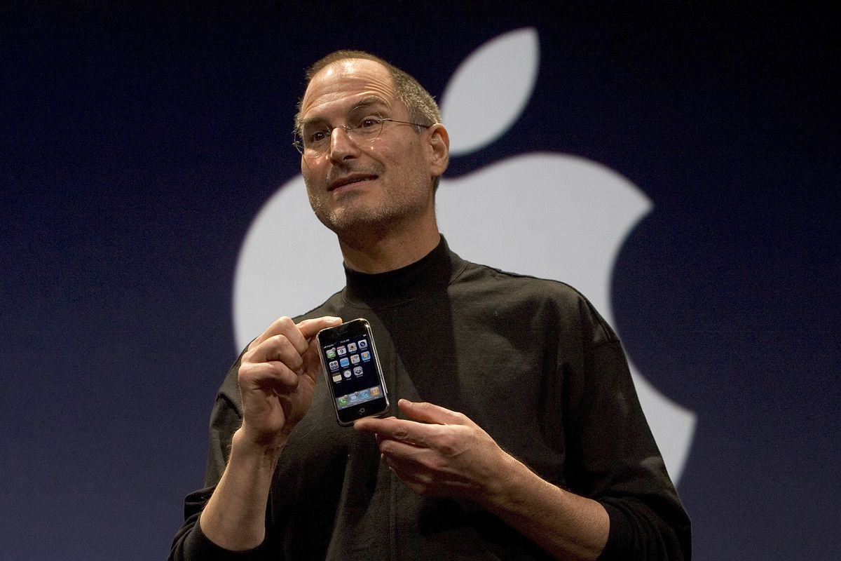 Why Cant Steve Jobs Make Iphone At >> What Happened To The Original Iphone S Plastic Screen The Verge