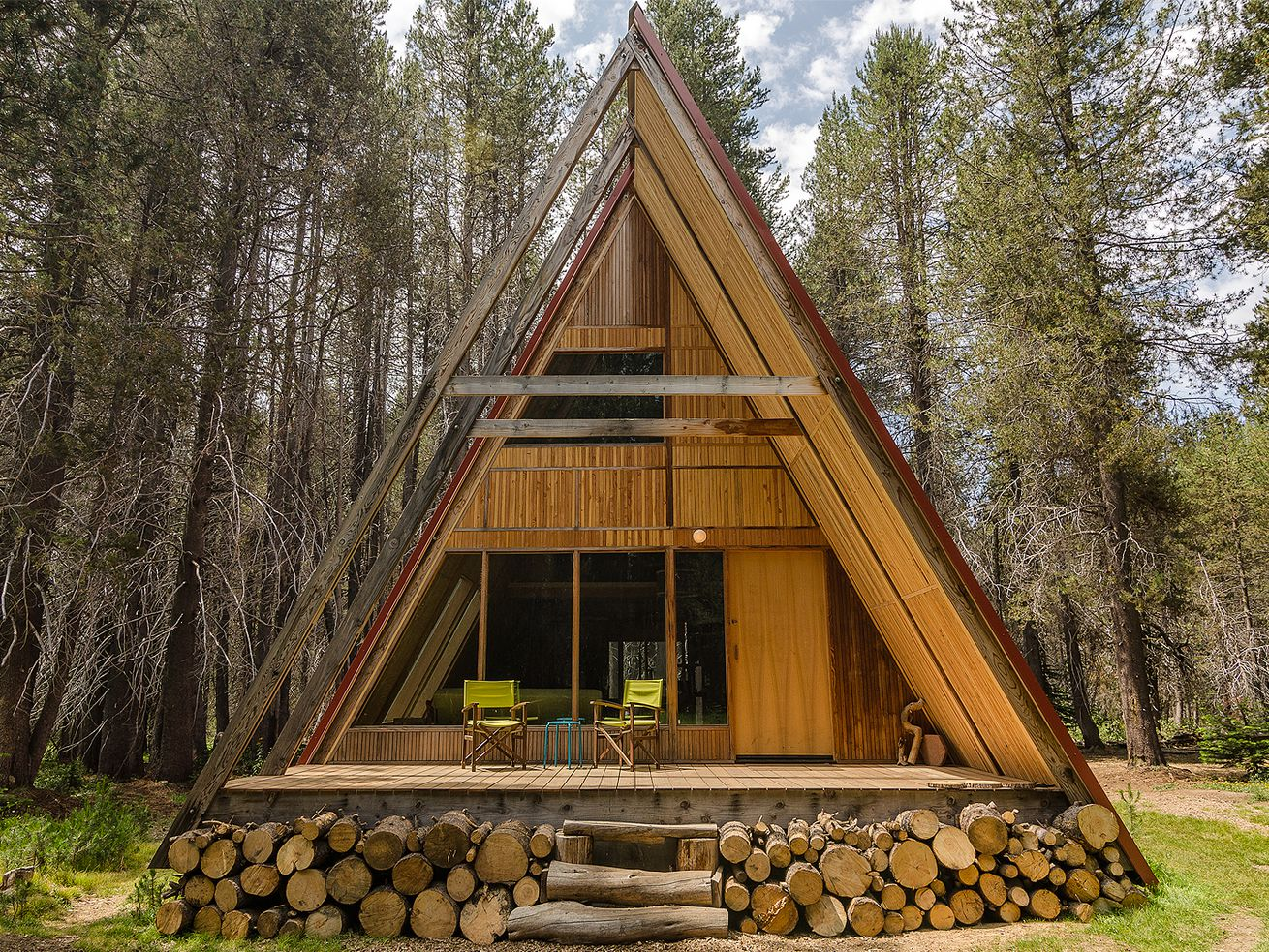 An A-frame available for vacation rentals in Yosemite, California.