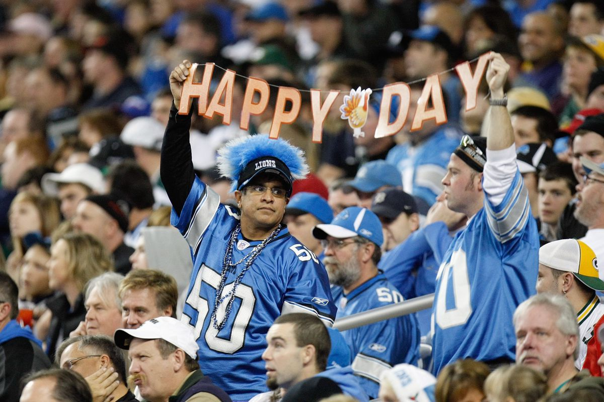c82ae31a3fc 6 ways to convince your family to watch football all day on Thanksgiving