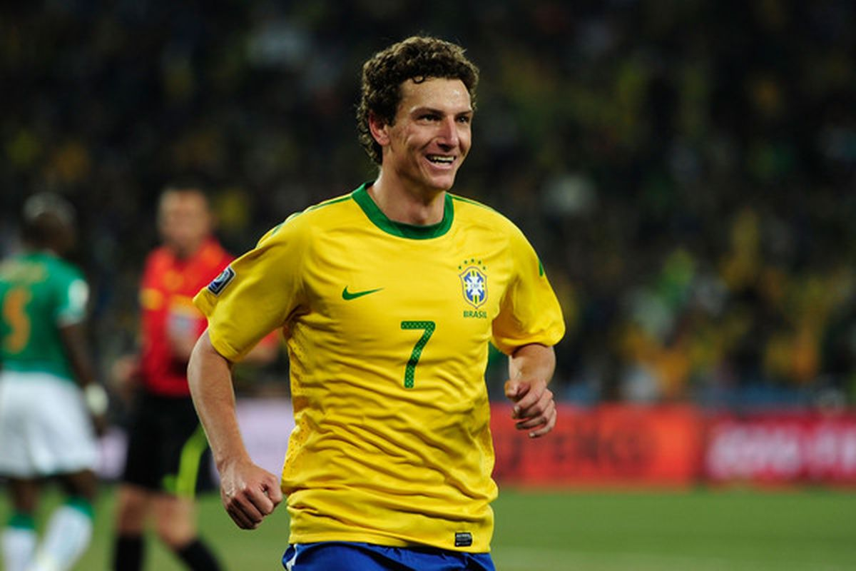 Santos midfielder Elano is a veteran of Brazil's 2010 World Cup team.  (Photo by Stuart Franklin/Getty Images)