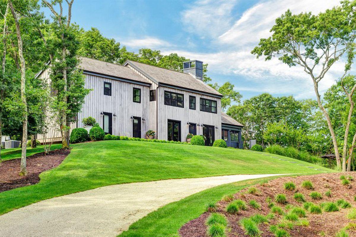 Grey\'s Anatomy\' actress Ellen Pompeo lists her Hamptons home for ...