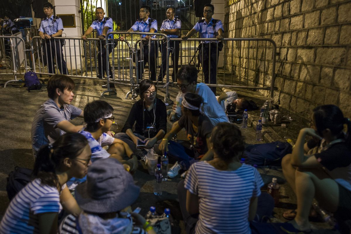 Hong Kong students outside government house 9-26