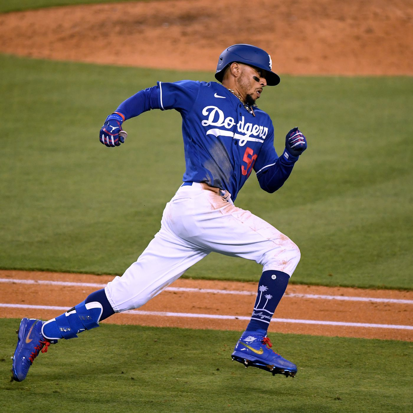 Dodgers, Mookie Betts 'deep into ...