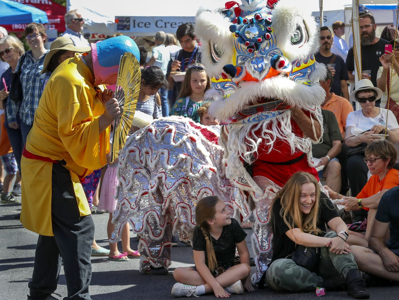 Photos: 'Lion' in wait — Crowd converges on Carmelite carnival