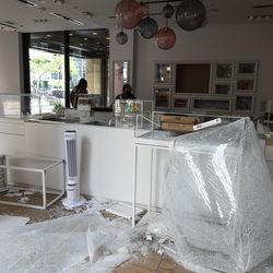 Pandora Jewelry at 533 N. Michigan Ave. on the Magnificent Mile after looting broke out overnight in the Loop and surrounding neighborhoods, Monday morning, Aug. 10, 2020.