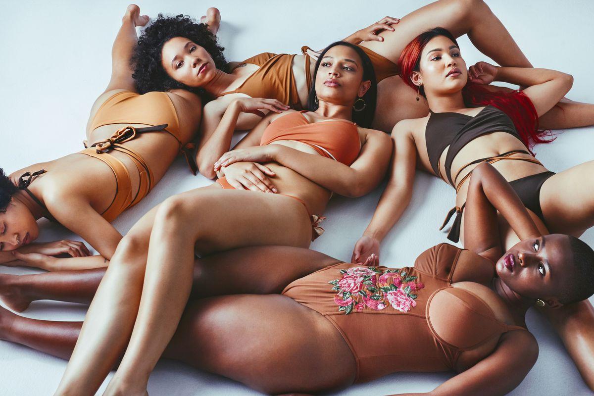 Black swimsuit models