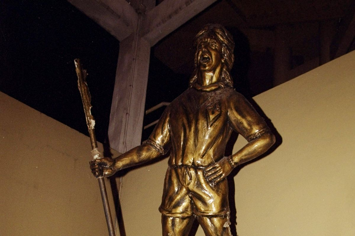 Gabriel Batistuta statue