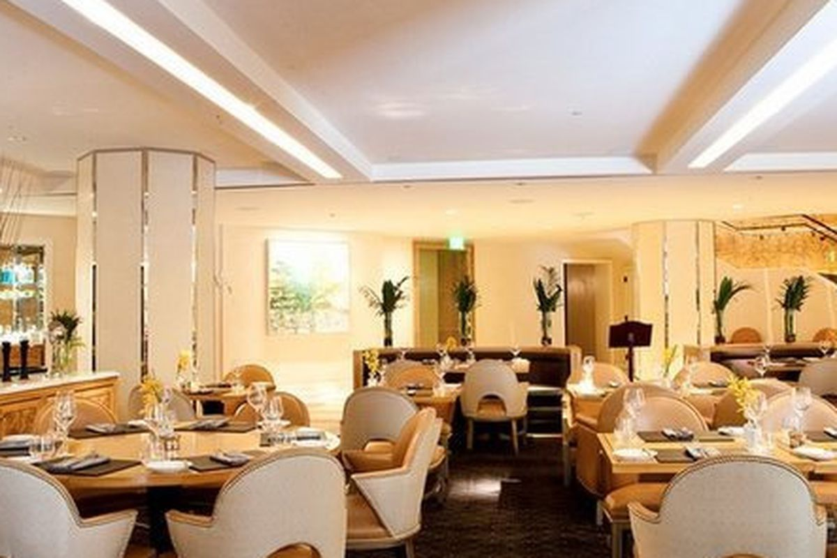 """<a href=""""http://sf.eater.com/archives/2012/07/03/brasserie_sp_fully_ensconced_in_the_mandarin_oriental.php""""><br>Brasserie S&amp;P, San Francisco</a>"""