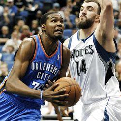 Oklahoma City's Kevin Durant goes to the basket around Minnesota's Nikola Pekovic in the fourth quarter Saturday.