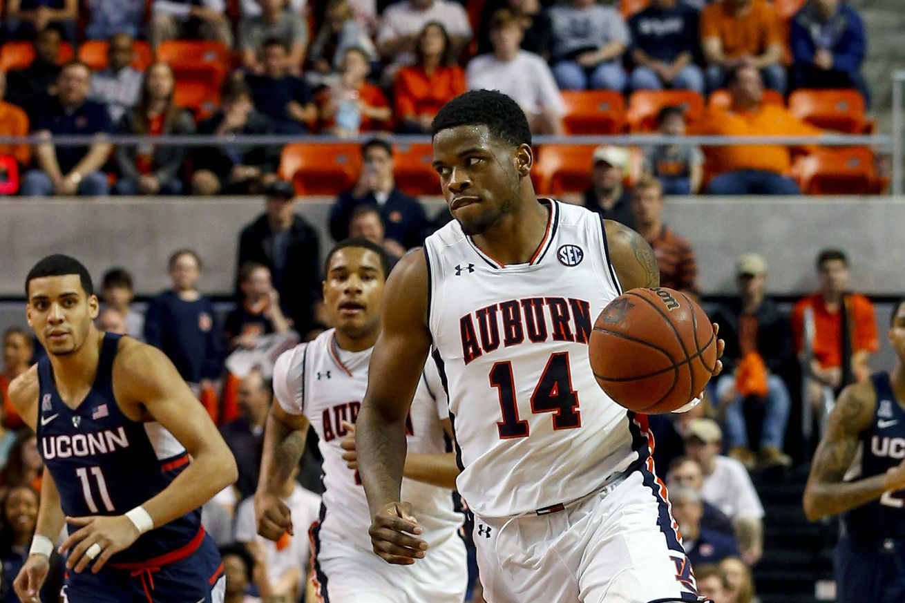 NCAA Basketball: Connecticut at Auburn