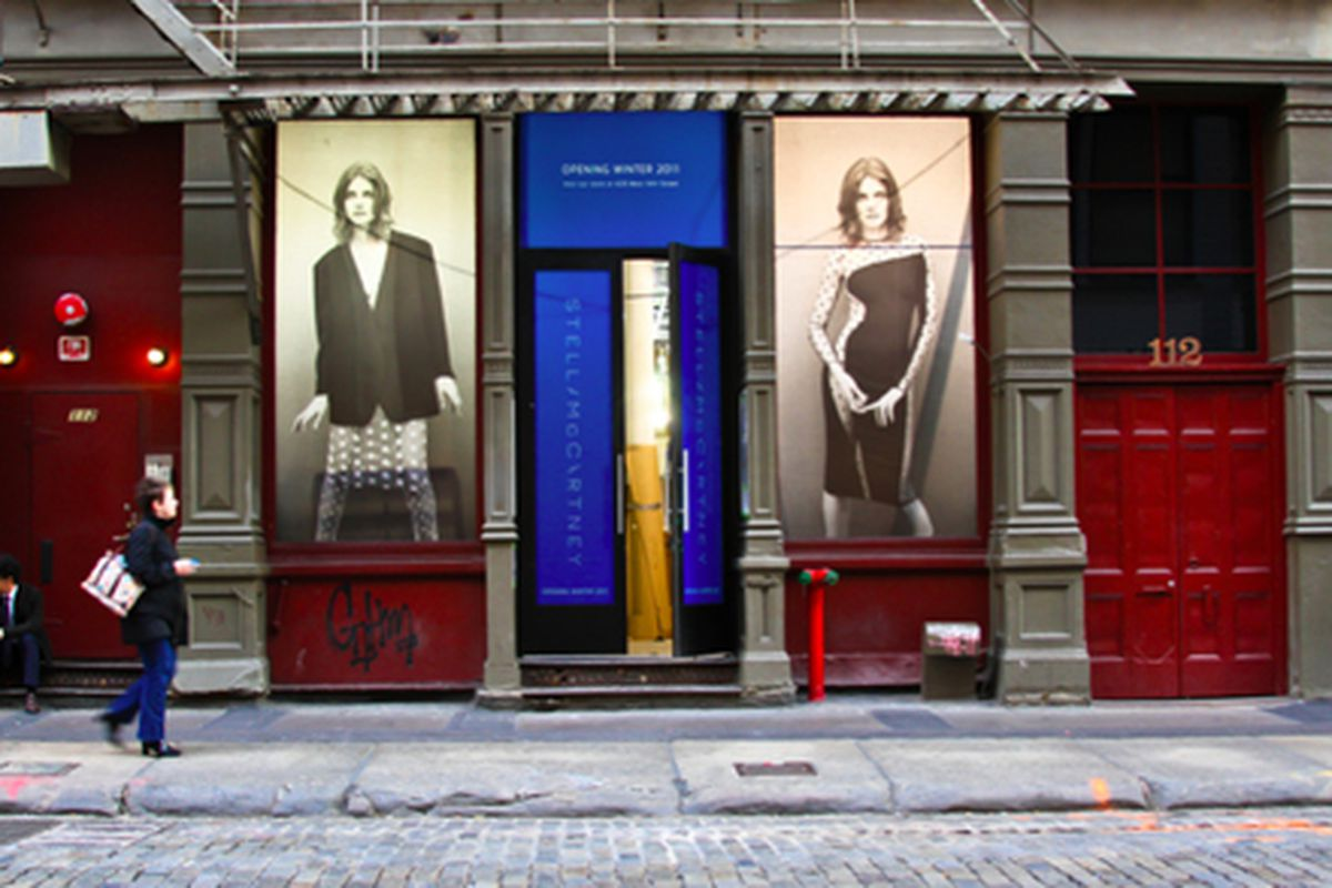 """Stella McCartney in Soho via <a href=""""http://www.flickr.com/photos/michellerick/6336024095/in/pool-312691@N20/"""">Michelle Rick</a>/Racked Flickr Pool. Want to contribute? Join <a href=""""http://www.flickr.com/groups/rackedny/pool/with/6336024095/"""">here"""
