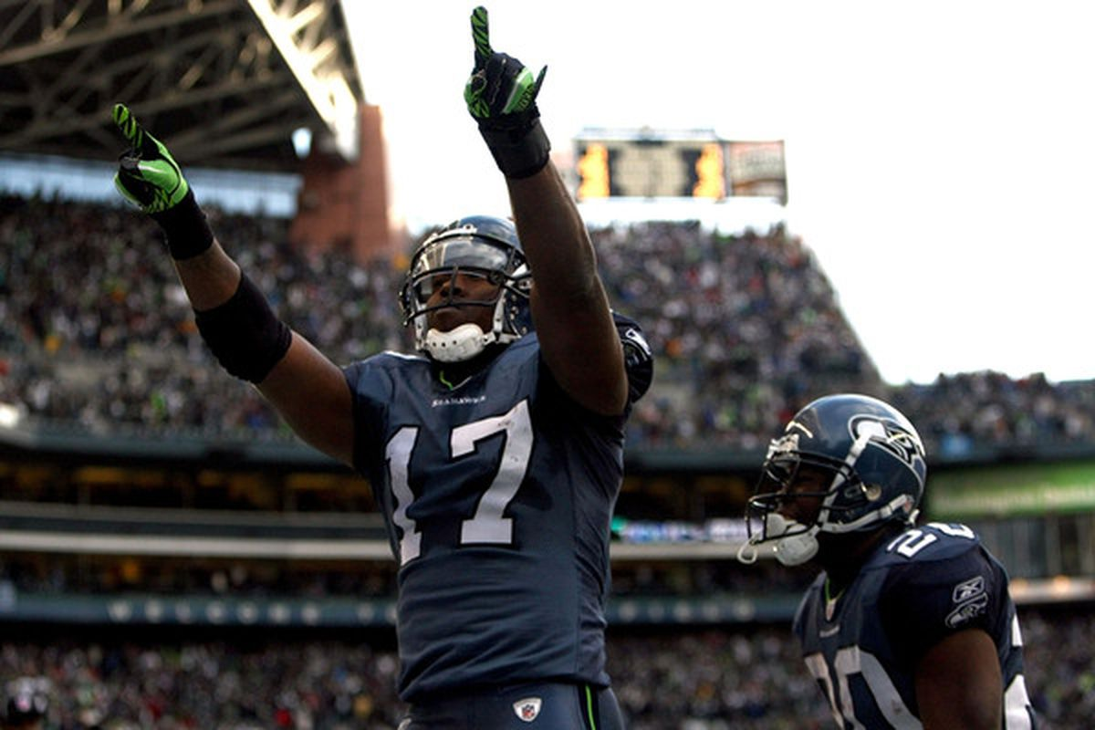 Former USC Trojan Mike Williams caught five passes, including a touchdown in Seattle's upset win over New Orleans.