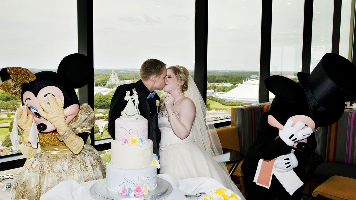 Tom And Maranda Wulz With Minnie Mickey Mouse At Their Disney Wedding Reception Photo David Vicki Arndt