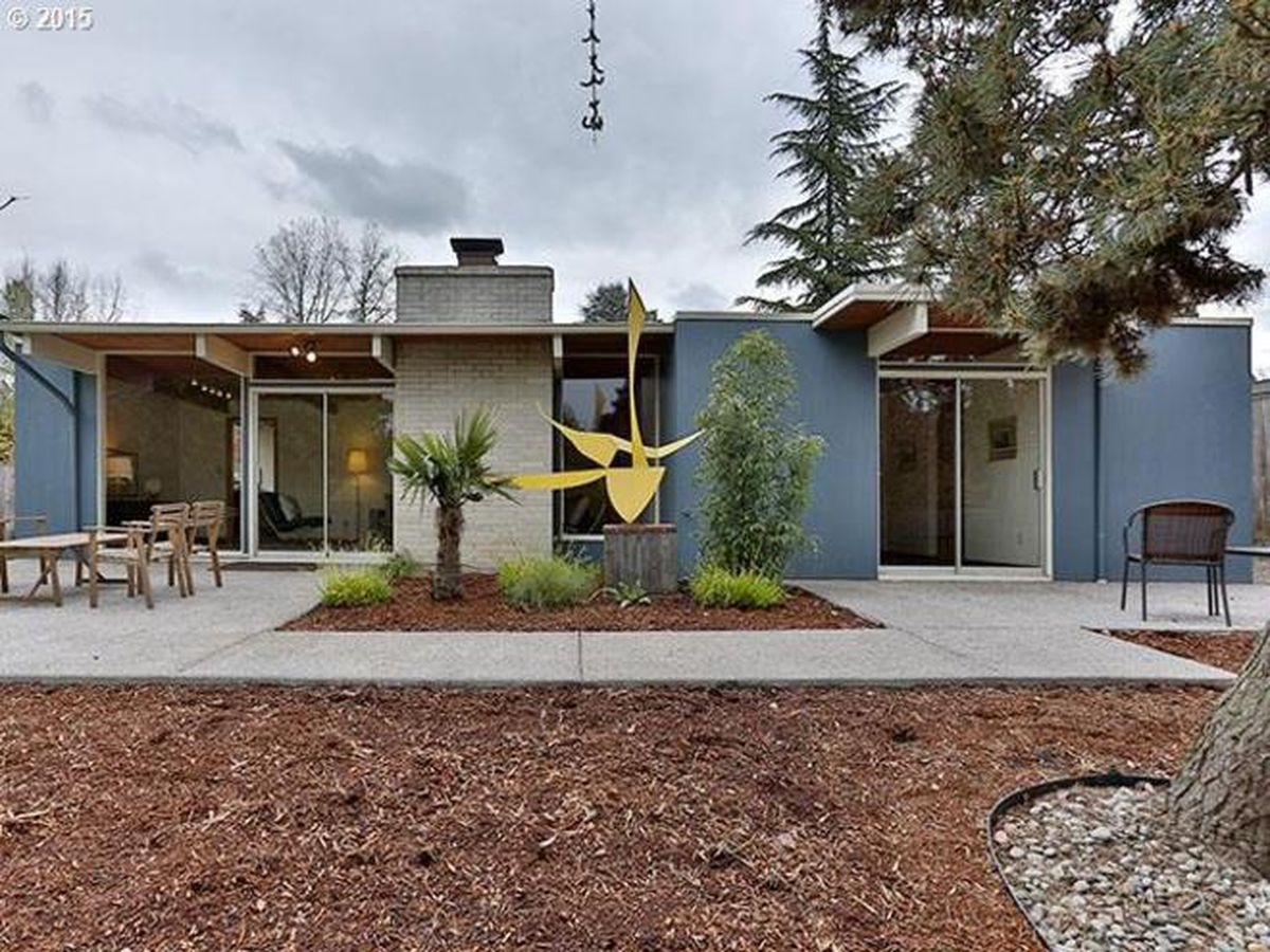 500k Buys A Picture Perfect Midcentury In Portland