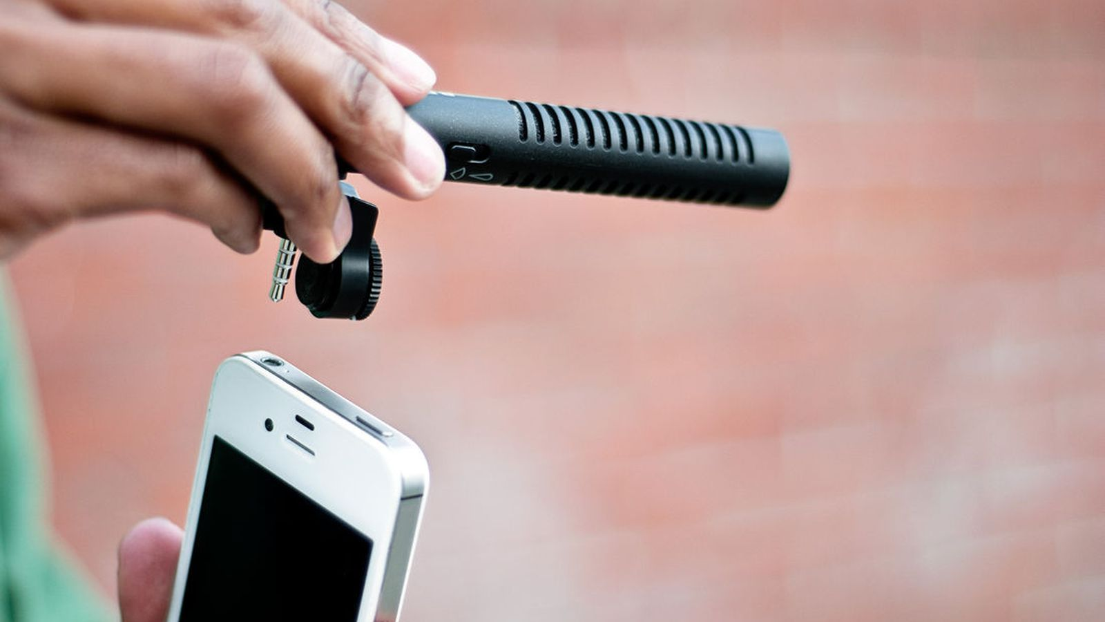 Iphone boom mic gives you better sound for 40 the verge for Microfono esterno yi 4k