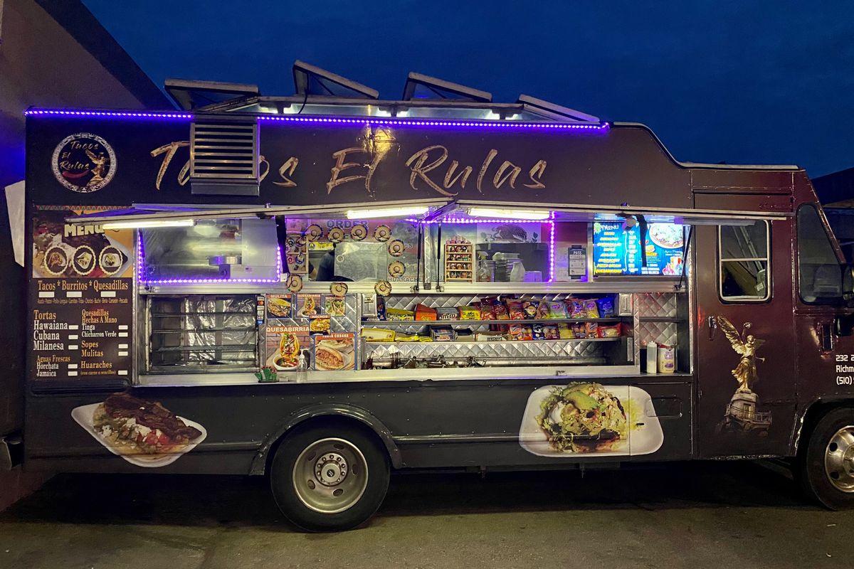 View of the Tacos El Rulas food truck at night