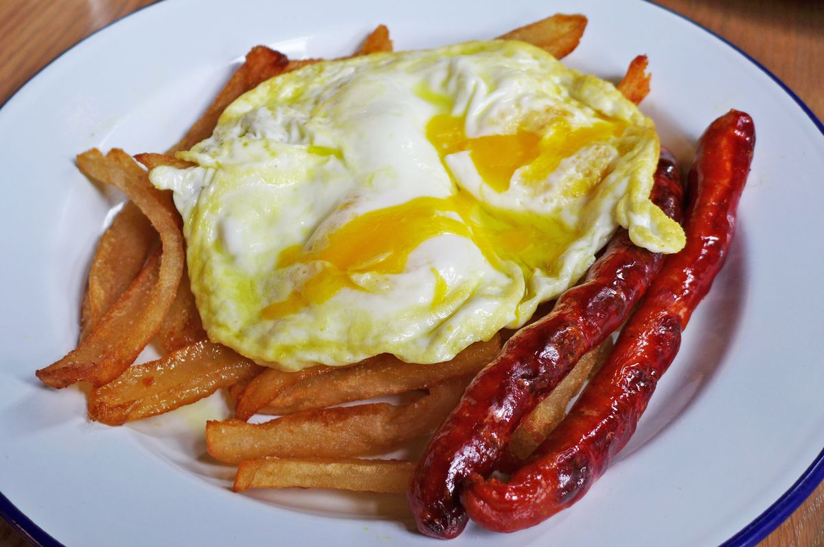 Eggs with fries and chistorra sausage