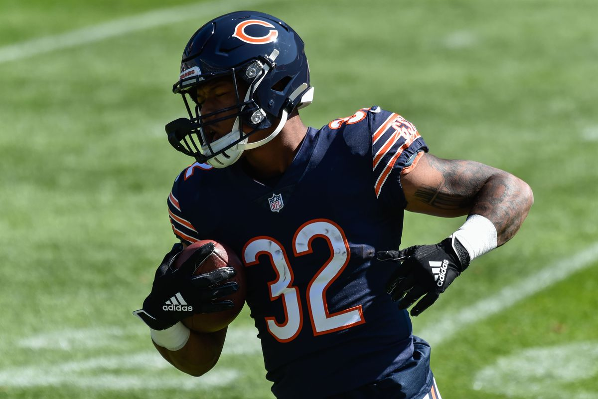 Chicago Bears running back David Montgomery (32) warms up before the game against the New York Giants at Soldier Field.