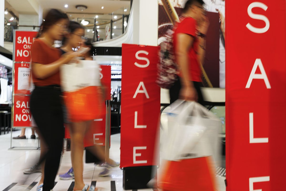 Bargain Hunters Flock To Boxing Day Sales In Sydney