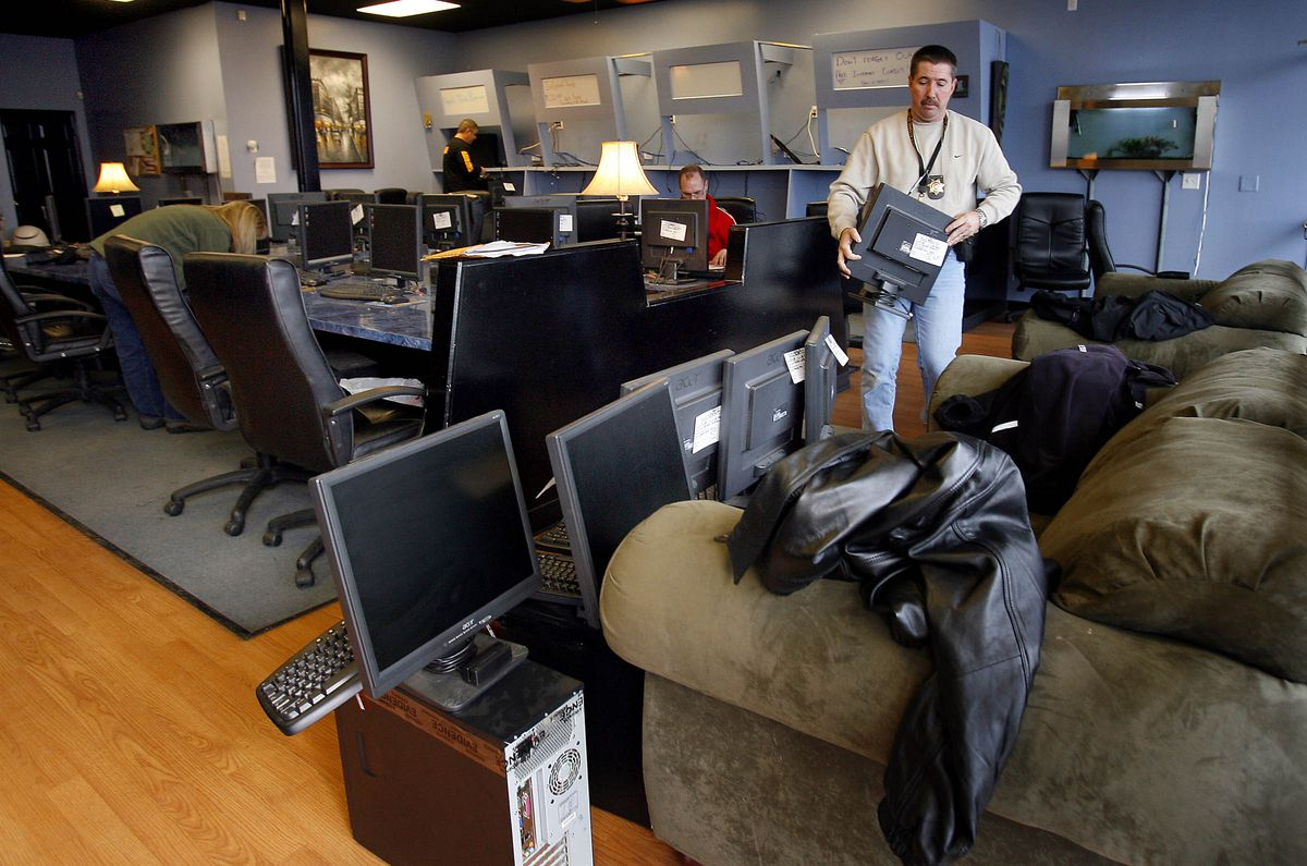 The Salt Lake County Sheriff's Detectives Process Computers were using an Internet gambling establishment located in 3300 South and 749 East on January 15, 2008. Photo by Scott G. Winterton, Deseret News.