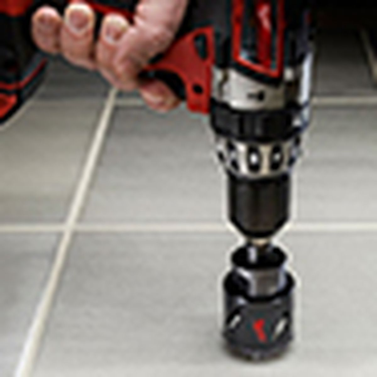 drill with diamond-grit hole saw, for drilling holes in tile