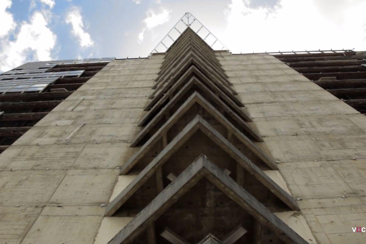 Squatters Transform Skyscraper Into Worlds Tallest Slum