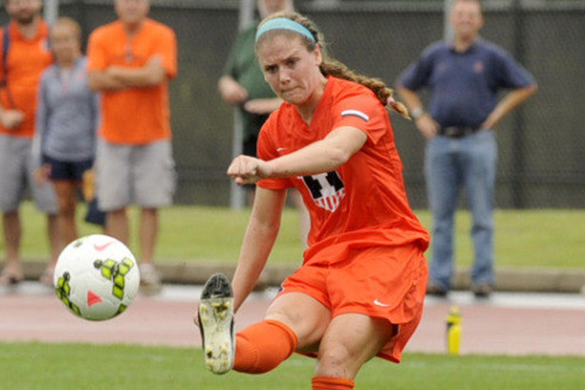 Illini soccer won their fifth straight and head coach Janet Rayfield earned her 200th win.