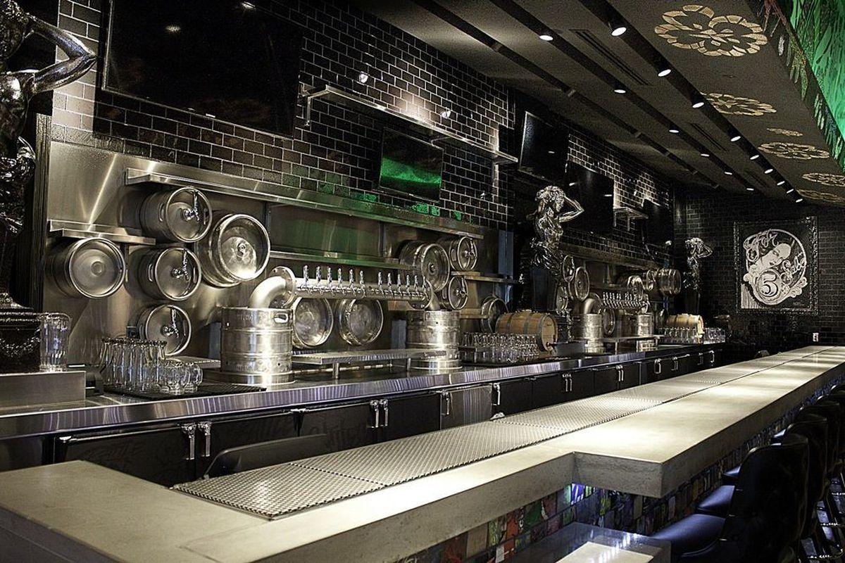 The bar at Rattlecan.