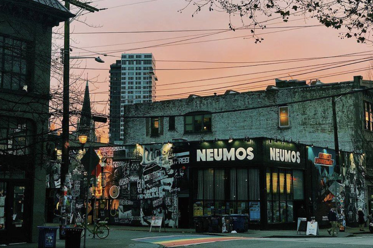 A street-view of the outside of Neumos at twilight on Capitol Hill