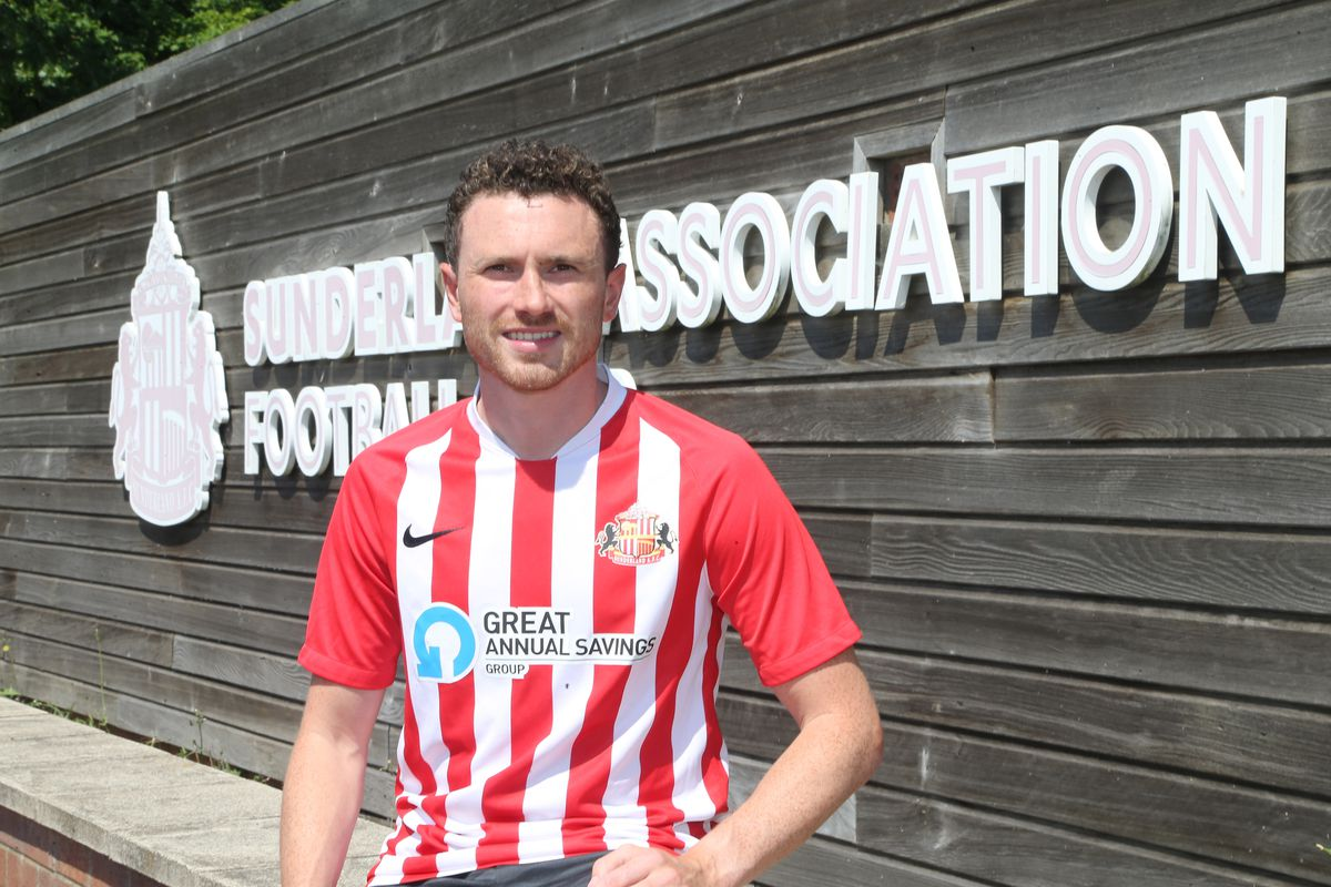 Sunderland Unveil New Signing Corry Evans