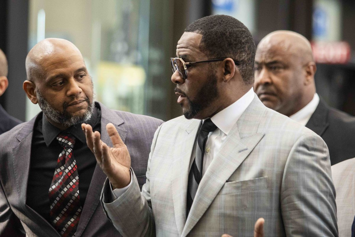 R. Kelly talks to a supporter as he walks into the Leighton Criminal Courthouse June 6, 2019.
