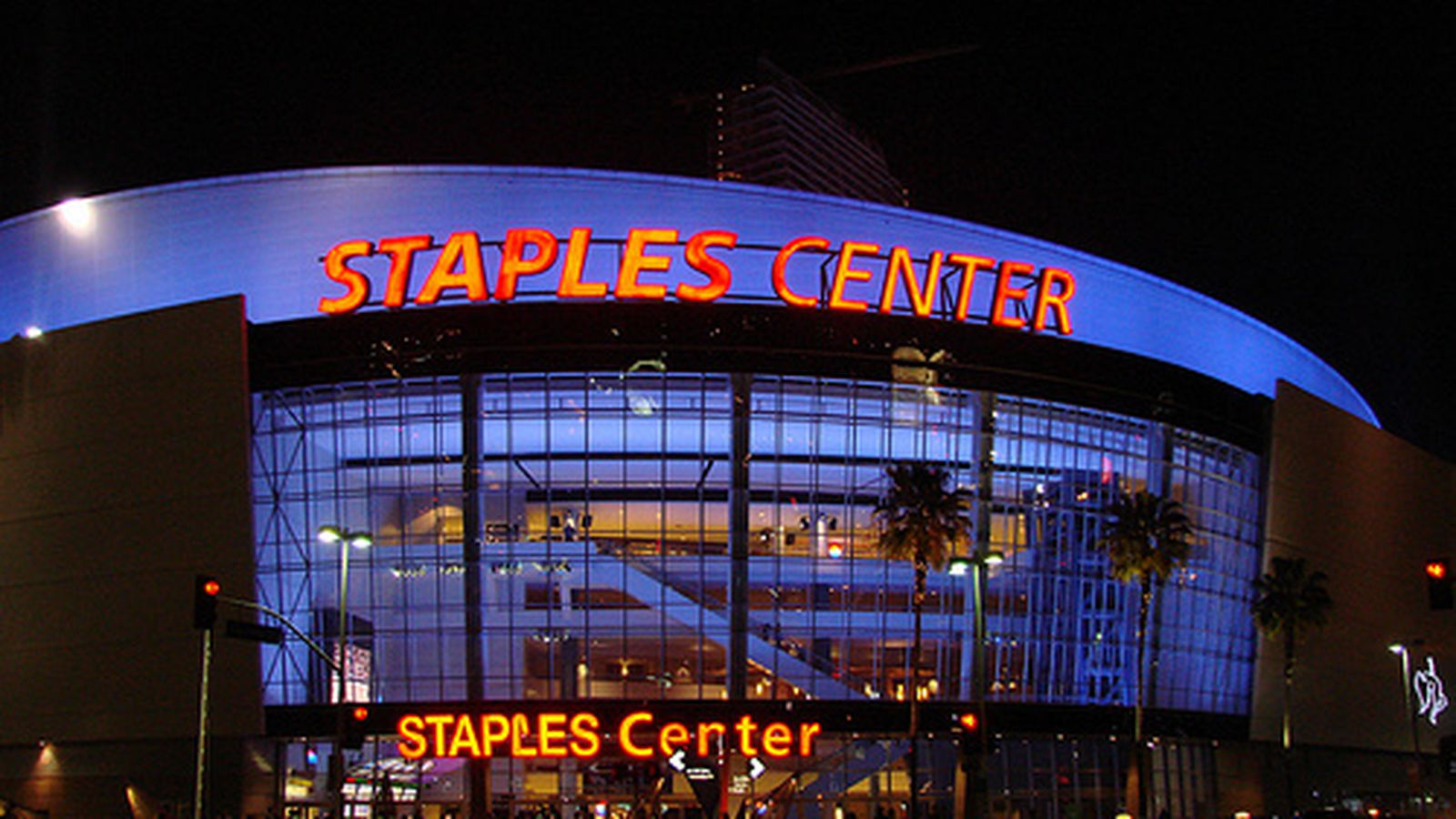 What to eat at staples center home of the clippers eater la for Dining at at t center