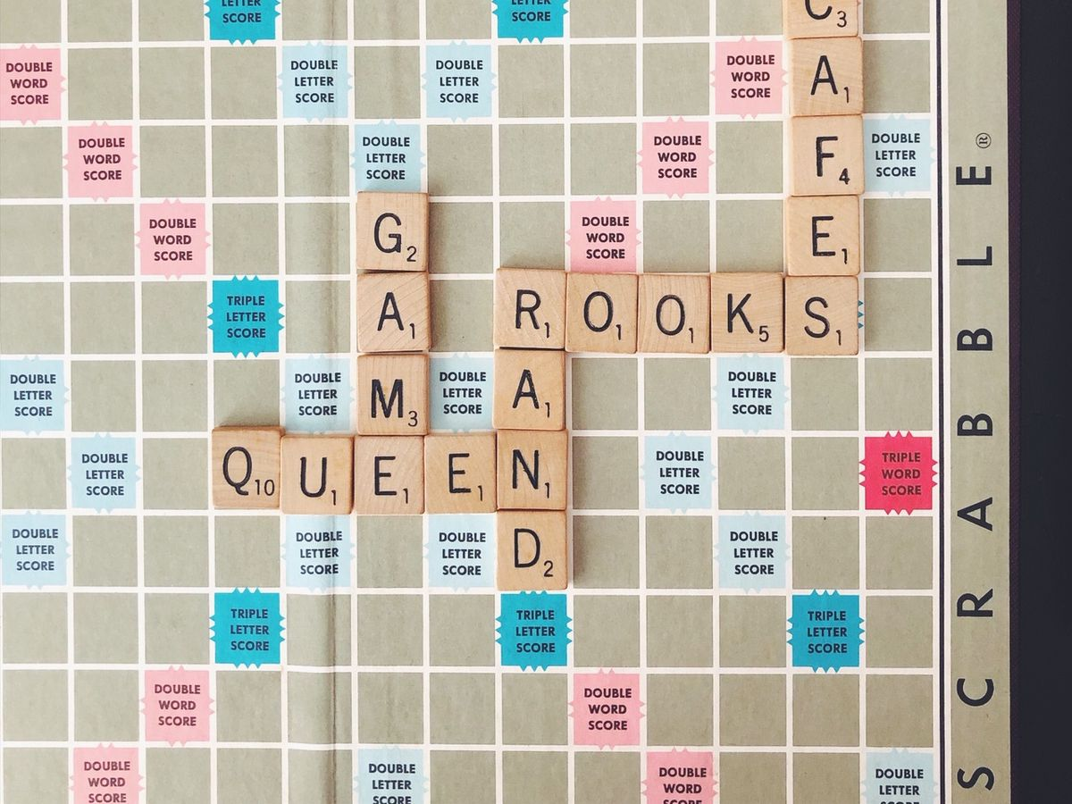 scrabble board that says queen and rook