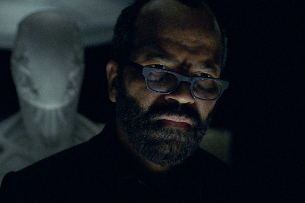 Westworld 201 - Bernard looks ahead with a host model behind him