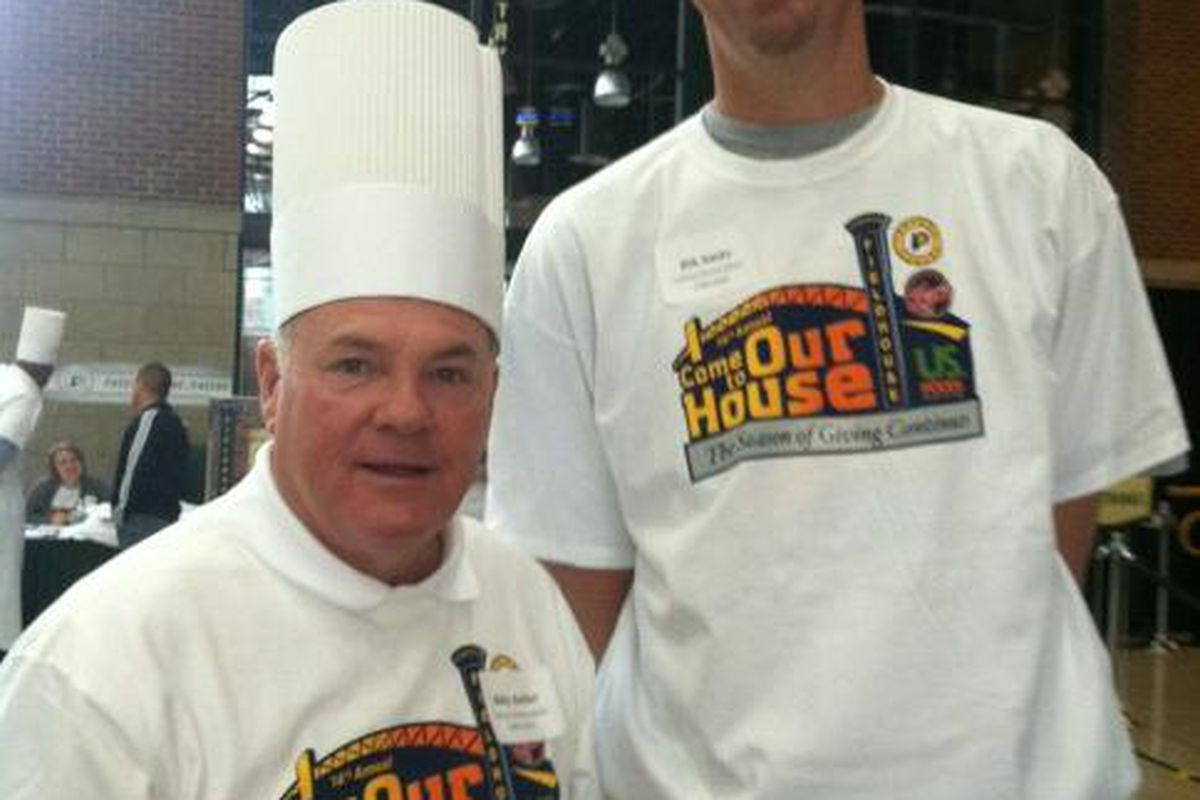 """Chefs Billy Keller and Rik Smits via <a href=""""https://twitter.com/#!/Pacers"""" target=""""new"""">@Pacers</a>."""