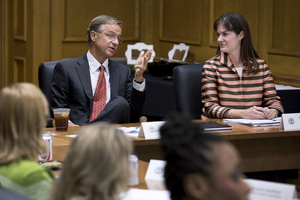 Gov. Bill Haslam and Education Commissioner Candice McQueen meet with members of his teachers advisory group in 2015.