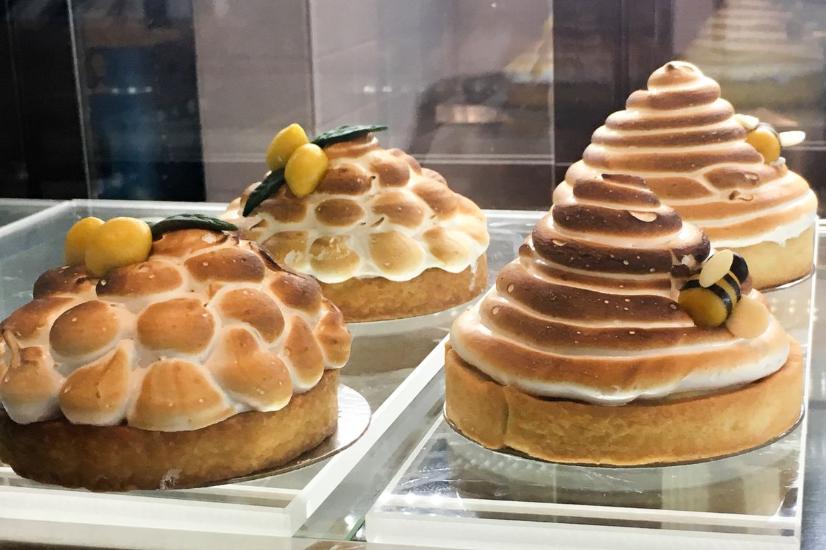 Meringue desserts at Fluff Meringues