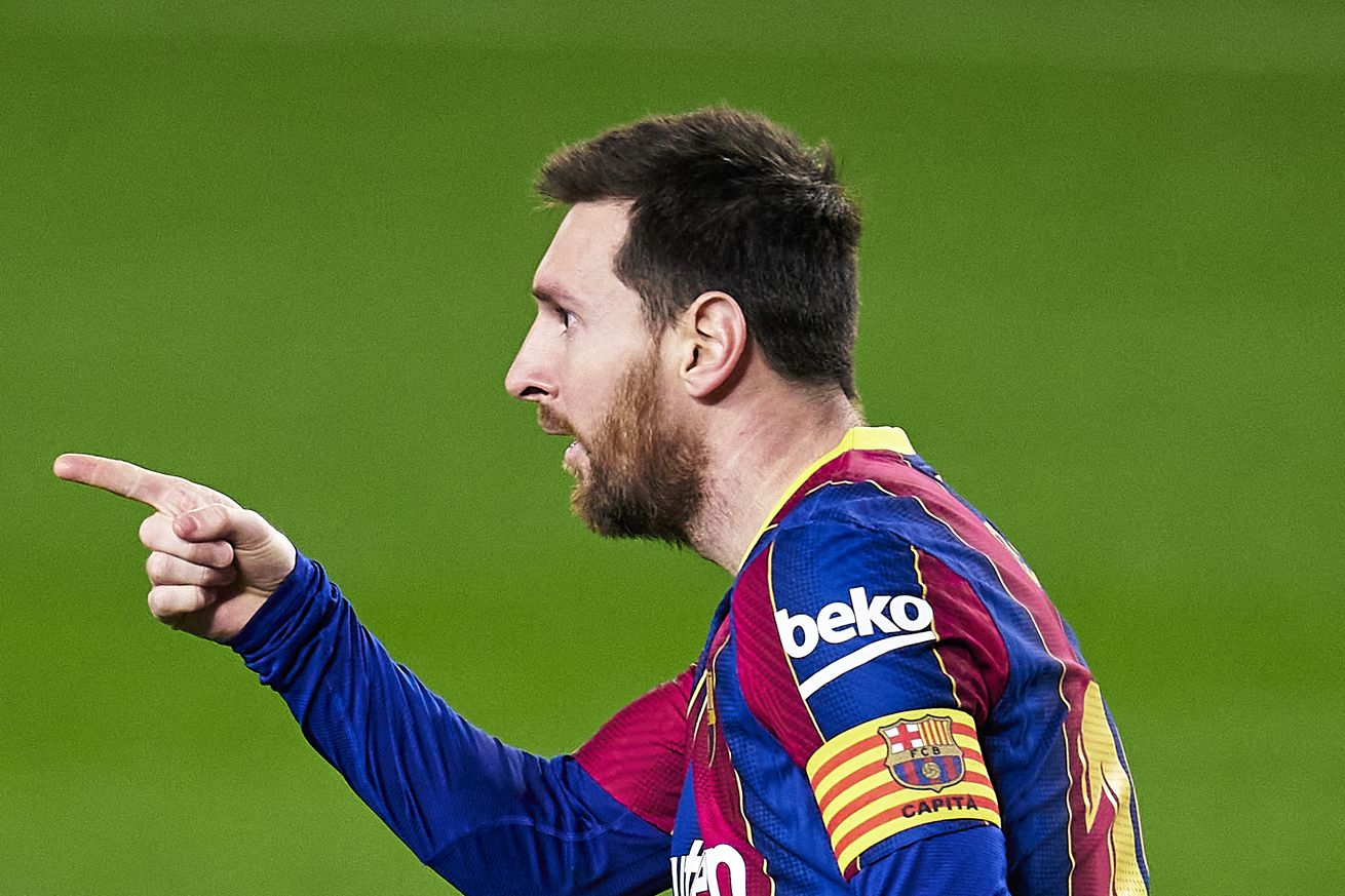 Messi makes classy gesture to Elche goalkeeper after win