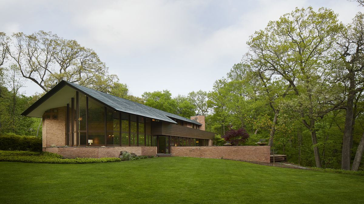 frank lloyd wright usonian house becomes architect 39 s home in lake forest curbed chicago. Black Bedroom Furniture Sets. Home Design Ideas