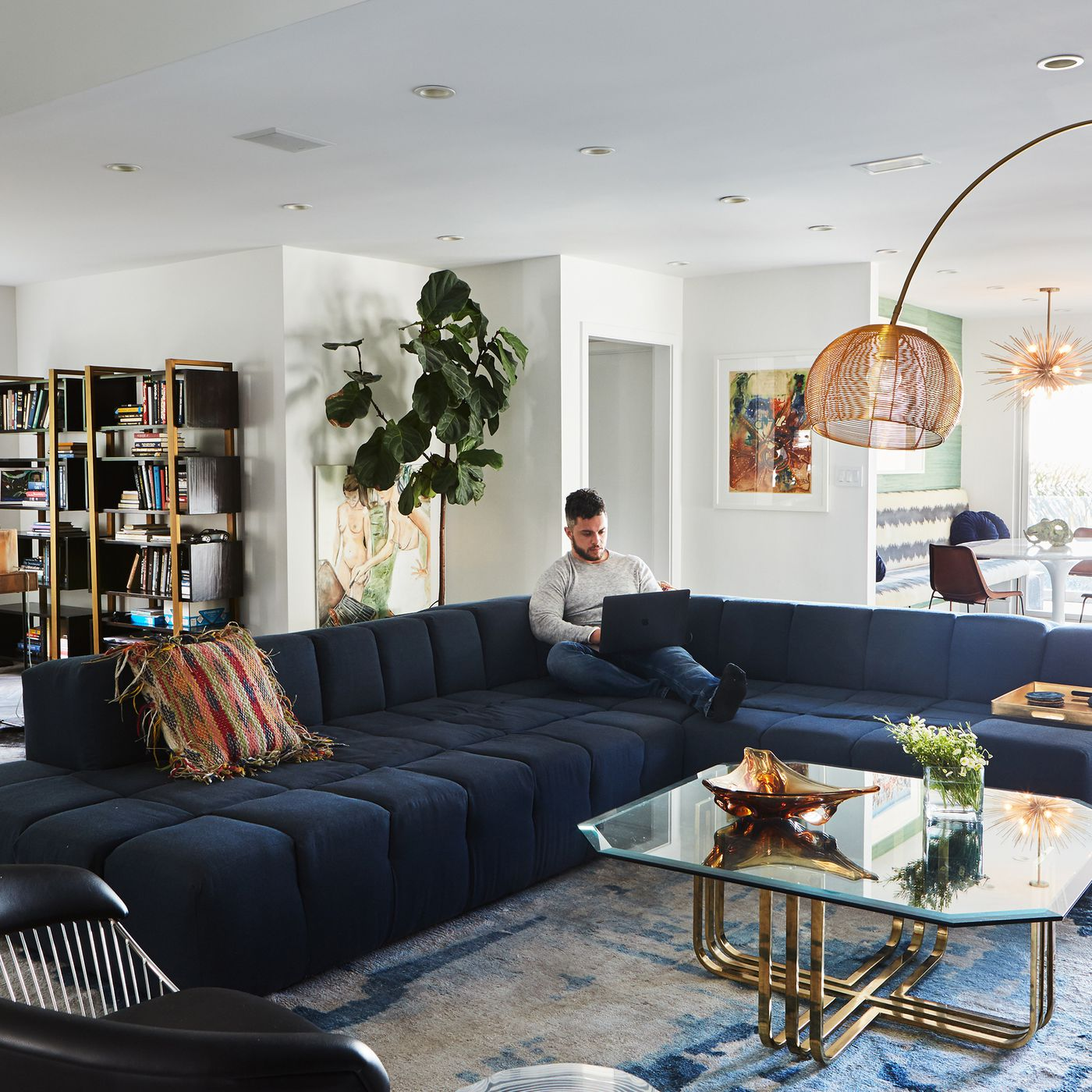 A bachelor embraces color and quirk in the Hollywood Hills - Curbed LA
