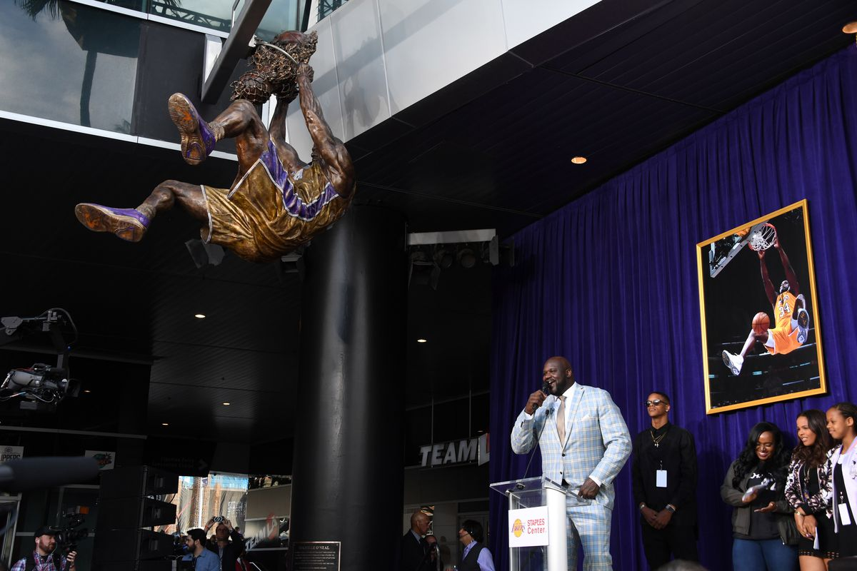 Lakers honour Shaq with high-flying statue - TSN.ca |Shaquille Oneal Statue